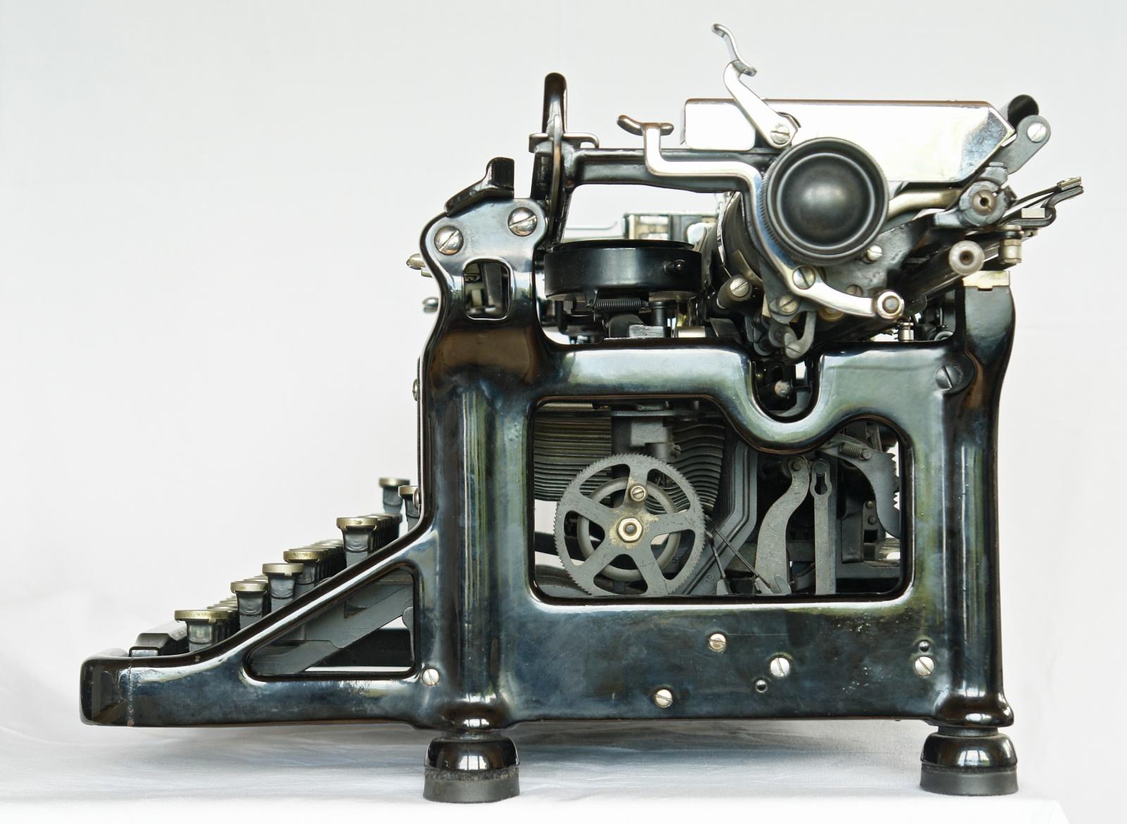 Renowacja maszyn do pisania - naprawa maszyn