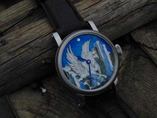 """Pegasus"" srebrna tarcza pokryta emalią porcelanową."