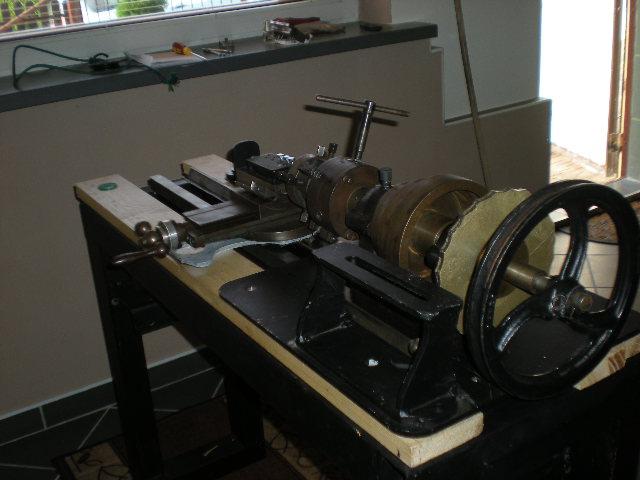 Rose engine - budowa tokarki ornamentowej.