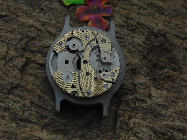 Mechanizm zegarka - zdobienie.