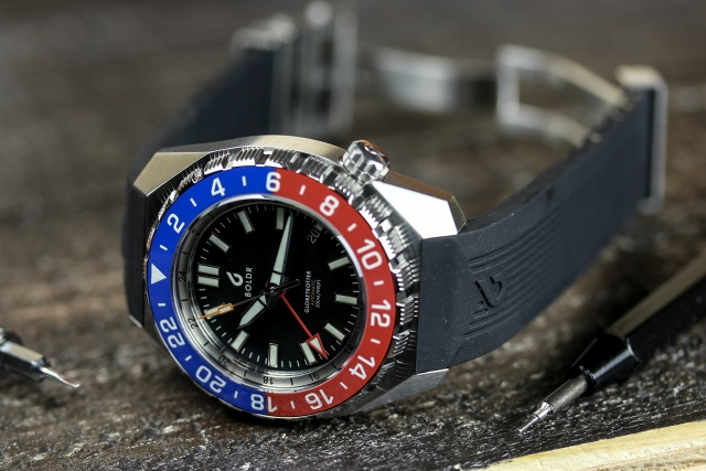 Boldr Globetrotter GMT Blue & Red