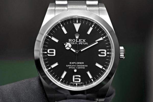 Rolex-Explorer-Ref-214270-cover-3-thumb-1600x1067-29004.jpg
