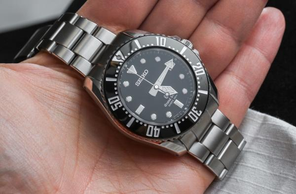Grand-Seiko-Quartz-Diver-SBGX117-SBGX115-aBlogtoWatch-12.jpg