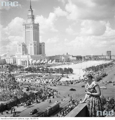 Pałac Kultury i Nauki oraz plac Defilad - widok z dachu budynku przy ulicy Marszałkowskiej..jpg